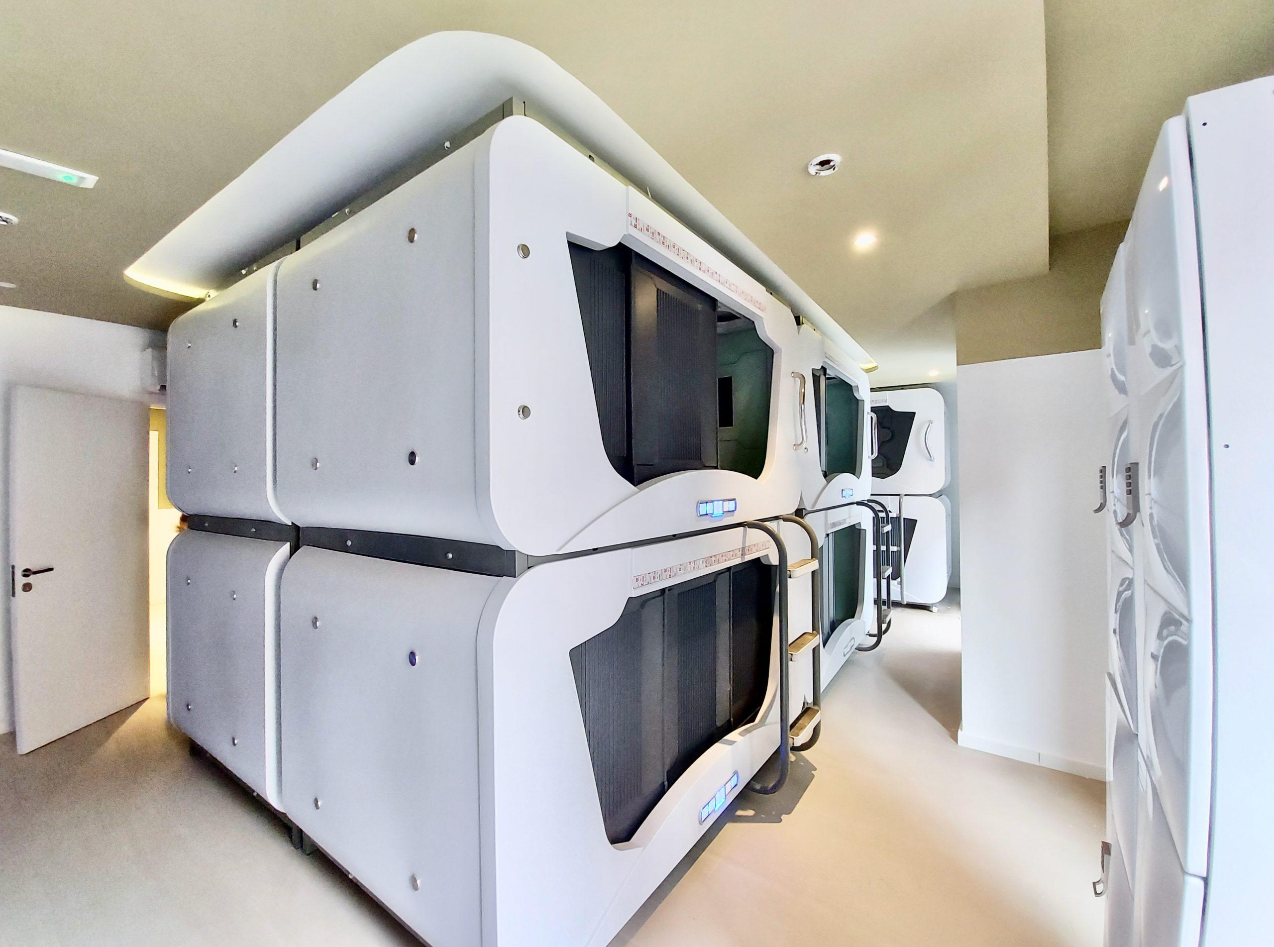 Single Capsules Bedroom
